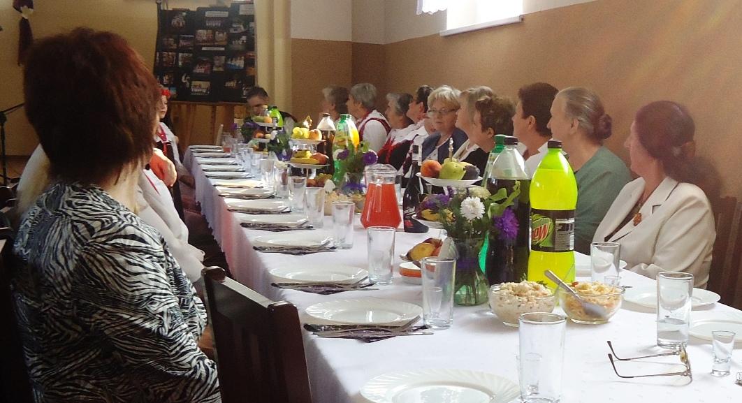 bialozewin_kgw_przy-stole.jpg - 302.97 Kb